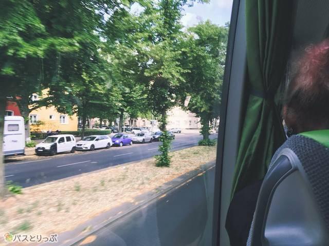窓から見える街並み