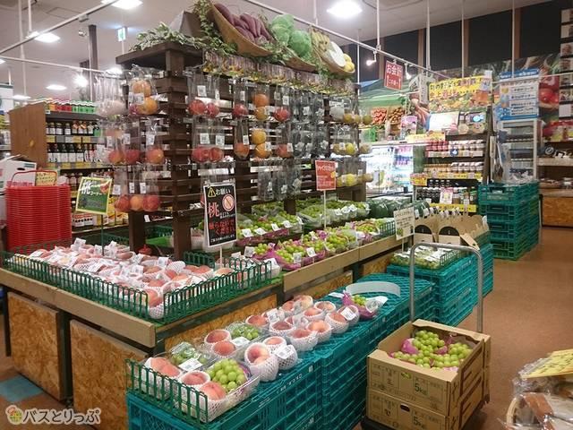 深夜でも野菜や果物売り場が充実