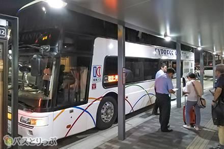 3列独立シートよりも嬉しいかも? 2階建てバス「東京ミッドナイトエクスプレス京都号」関東バス・トイレ付き1階座席乗車記
