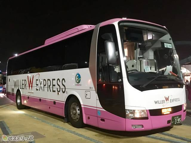 もちろんボーテも見た目はピンク。WILLERのバスだとひと目でわかりますね。
