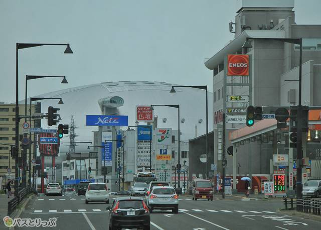 前方には札幌ドームが