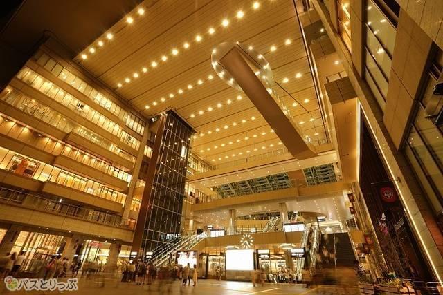 大阪梅田のバスターミナルが集まるエリアへも1本