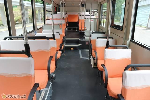 関電電気バスの内装イメージ。関西電力オリジナルブランドがデザインした