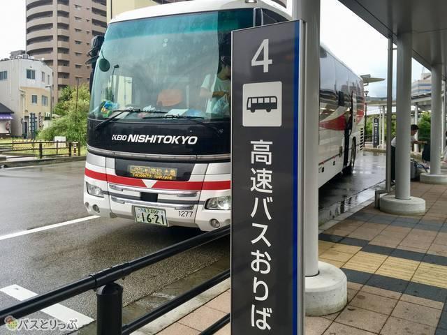 バス降り場の様子