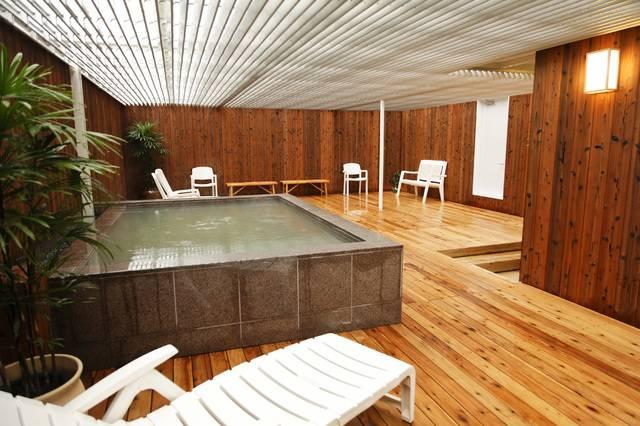 神戸クアハウス 男性用露天風呂