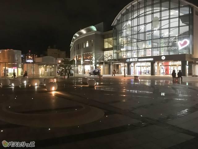 ちなみにバス出発時刻間近には、高松駅のプチライトアップにも