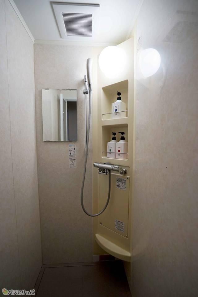 手軽に汗を流したい人はシャワールームの利用を