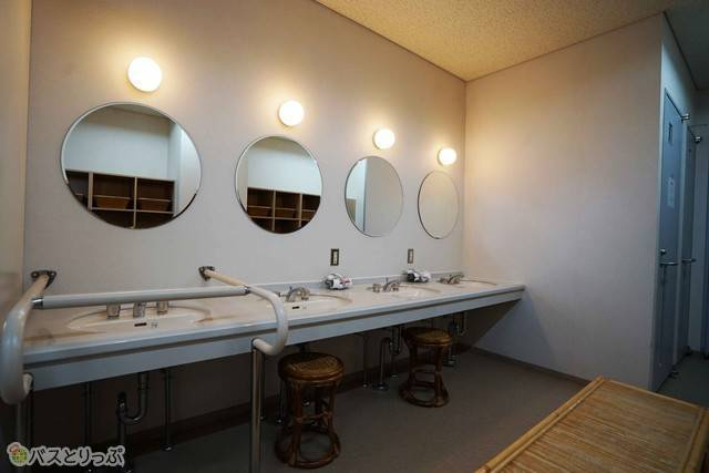 広い洗面スペースは女性に好評