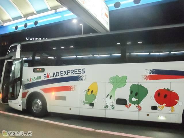 大きめの荷物はバスのトランクへ