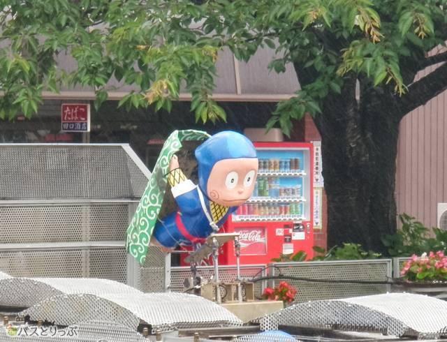比美町商店街の南端にある湊川のカラクリ時計2
