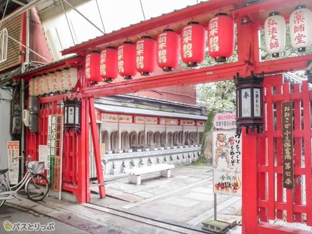 全興寺・商店街側の門