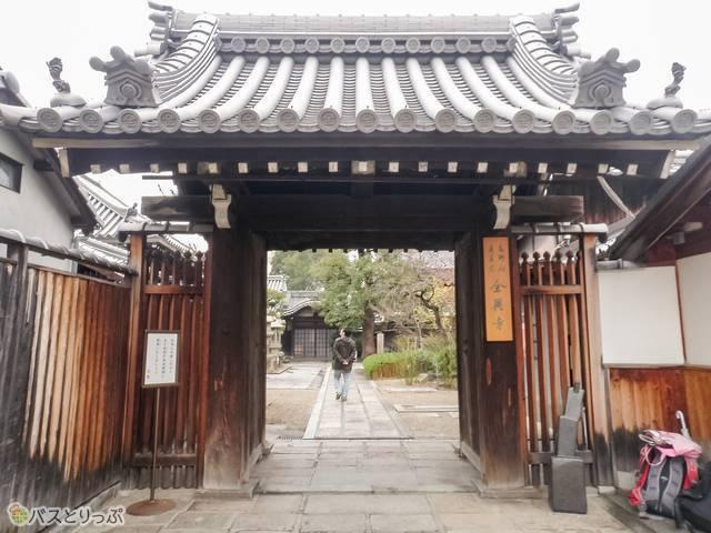 全興寺・正面の門