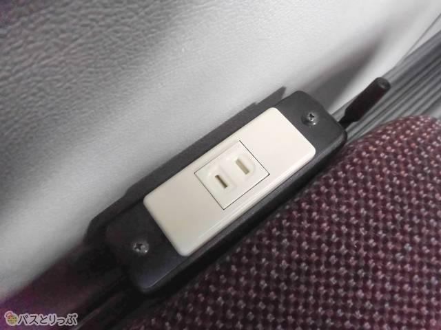 携帯電話等の充電に使用できます