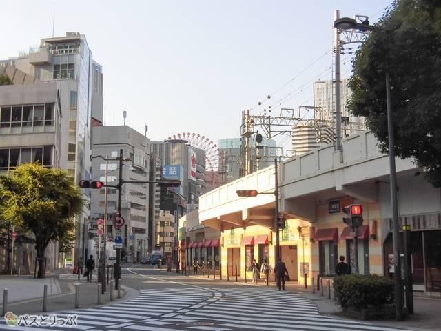 梅田の繁華街へも歩いてすぐ