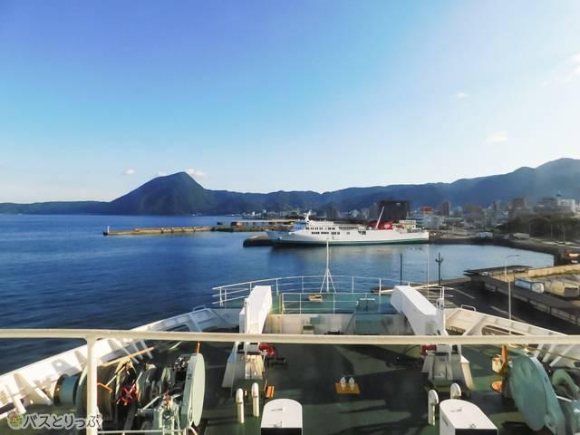 別府港停泊時、これは船内から。船と言えばタイタニックごっこ…はできそうにないものの、この絶景!