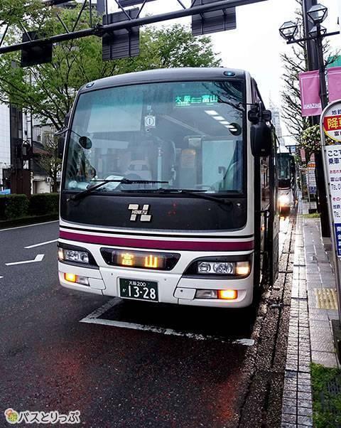 定刻5:50より少し早く富山駅前に到着(大阪から富山へは高速バスで)