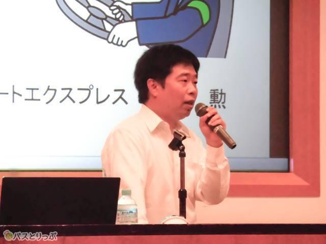 講師の飯島勲さん
