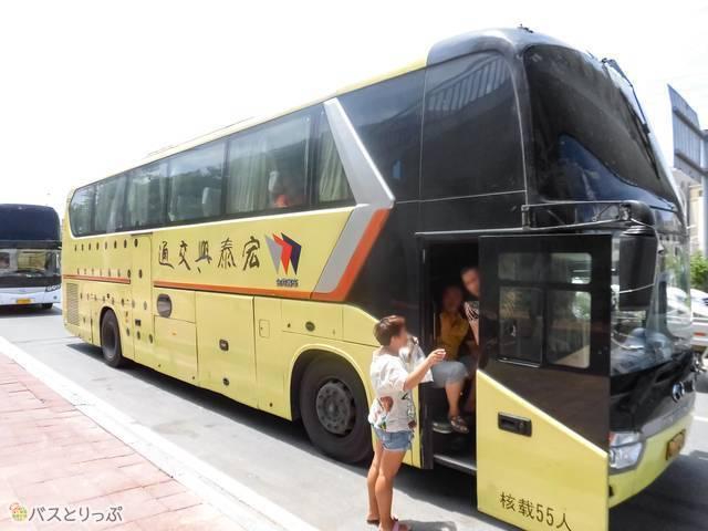 深セン行きのバスが到着