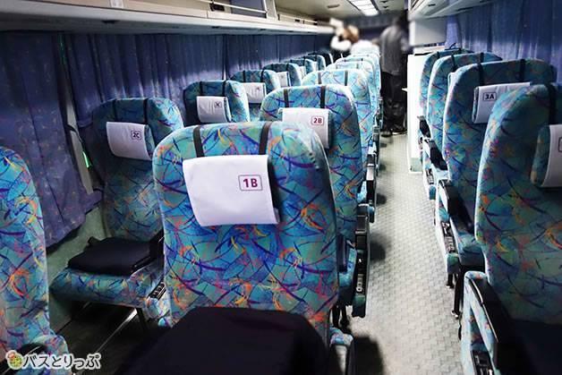 余裕のある3列独立シート。新幹線より快適かも(大阪から富山へは高速バスで)