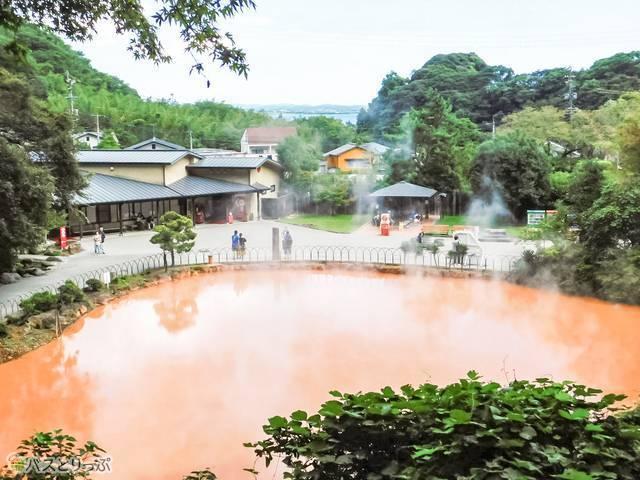展望台からの光景。血の池地獄から海まで見渡せる絶景!