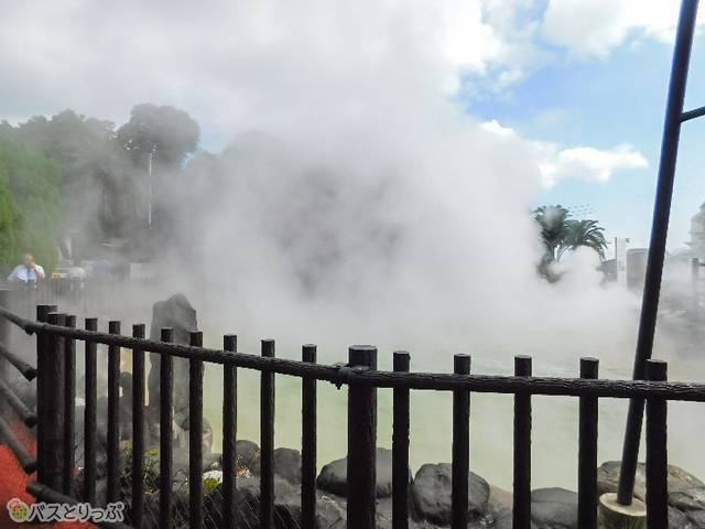 鬼山地獄は入口すぐ。目の前が見えなくなるほどの蒸気!