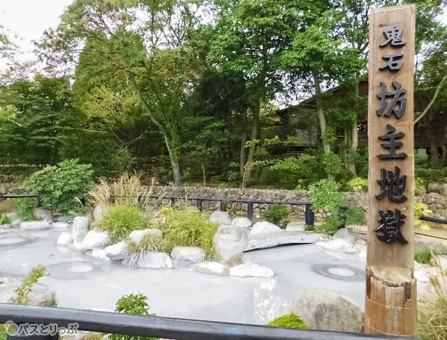 記念撮影は園の一番奥がおすすめ。一際広く、碑が立っています