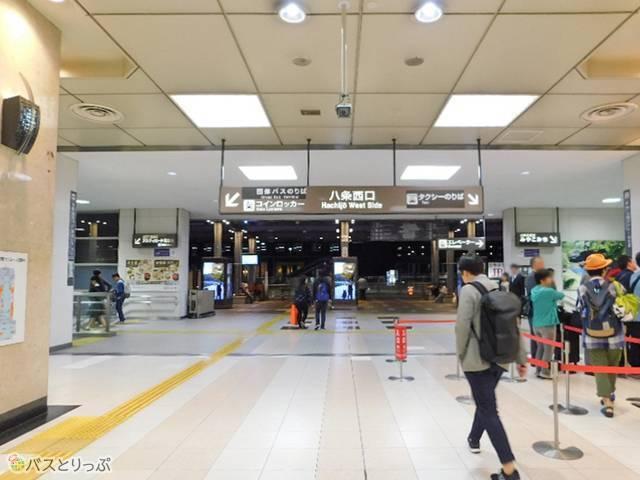 JR在来線や近鉄から来る場合は、京都駅八条西口へ