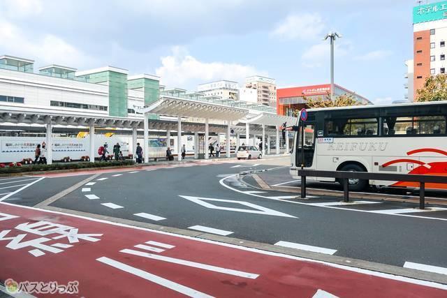 東口バスロータリー.JPG