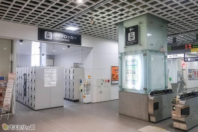駅構内のコインロッカー.JPG