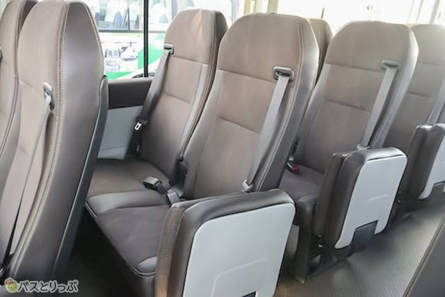 トヨタ新型コースターのシート