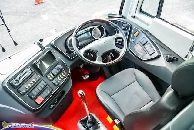 オノエンスターの運転席
