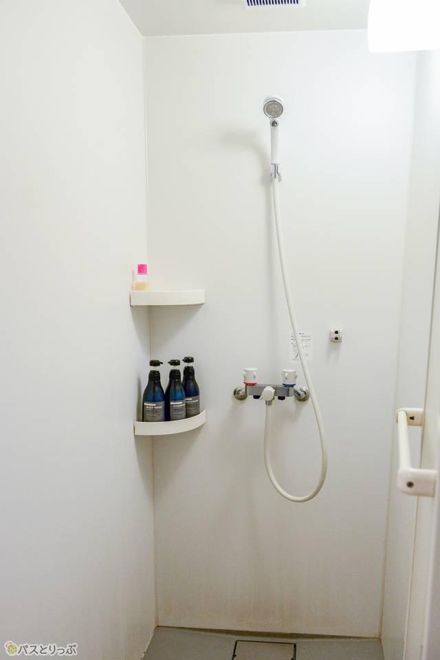 シンプルなシャワールーム