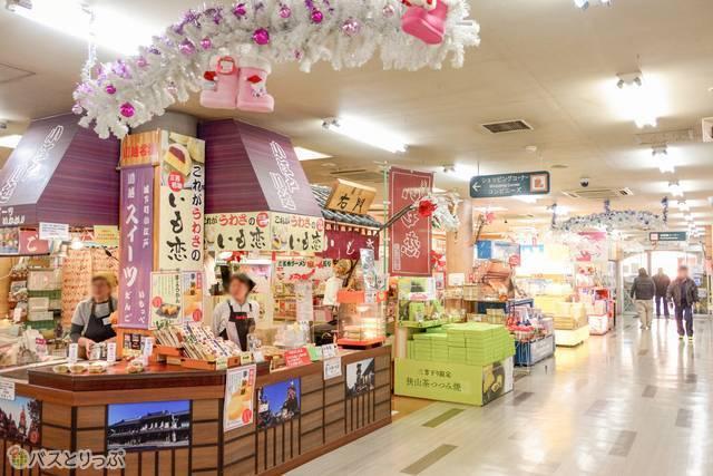 三芳パーキングエリアの売店風景