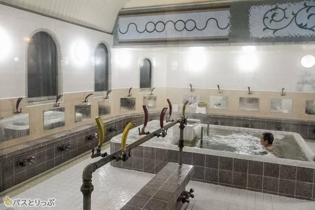 シャワーの数が多いのも地元で愛されている証!?