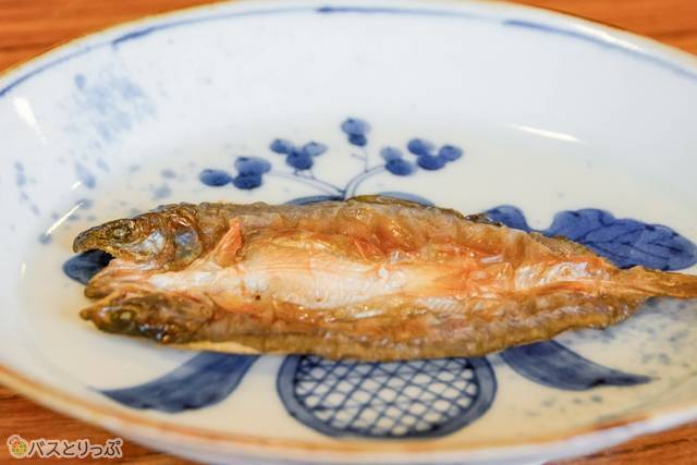 朝食には豆岩魚の開き干しも
