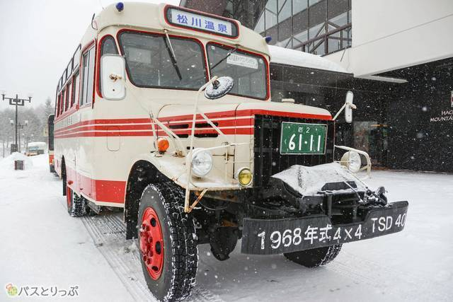 松川温泉行きのボンネットバス