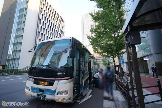 大阪駅は東梅田バス停留所に到着
