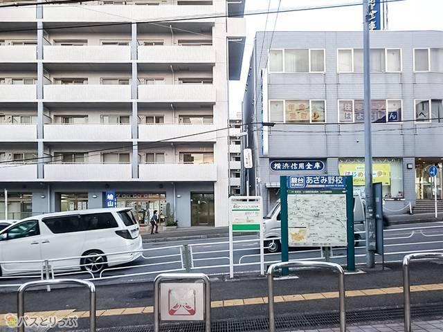 横浜信用金庫を左折