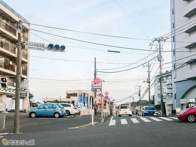 あざみ野駅東側交差点を右折