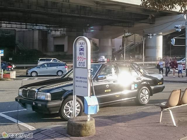 江田駅東口ロータリーのタクシー乗り場