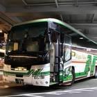 バスターミナルに入線、乗車改札前の新潟交通「おけさ号」