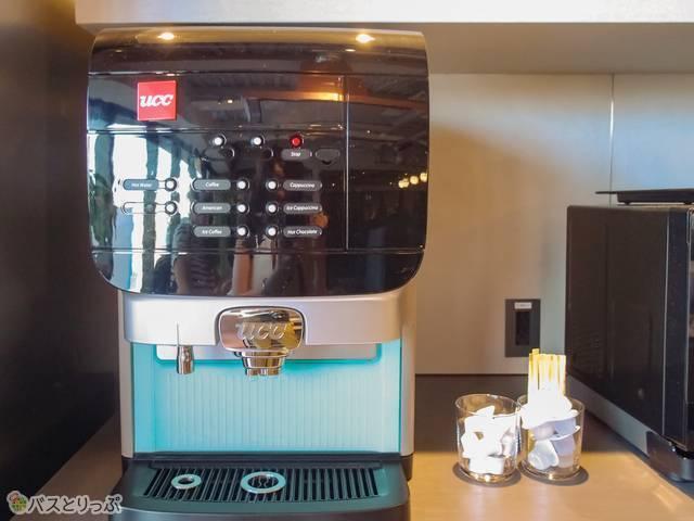 コーヒーはホットもアイスも選べる。他にカプチーノやホットチョコレートなども