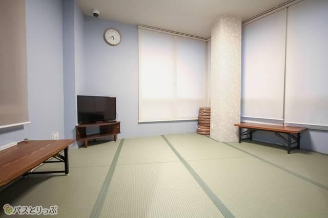 5階和室 テレビもある.JPG