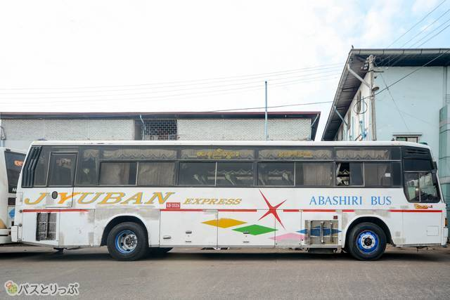 おそらく「OKHOTSK(オホーツク) EXPRESS」が「JYUBAN EXPRESS」に書き換えられた網走バス