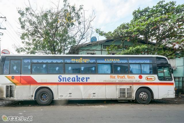 日の丸リムジンの観光バスだけど、なぜか「エアポートバス」の文字が