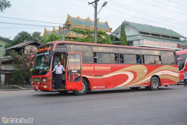 「YADANAR EXPRESS」に生まれ変わった岐阜バス