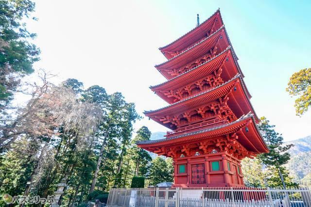 絢爛な五重塔
