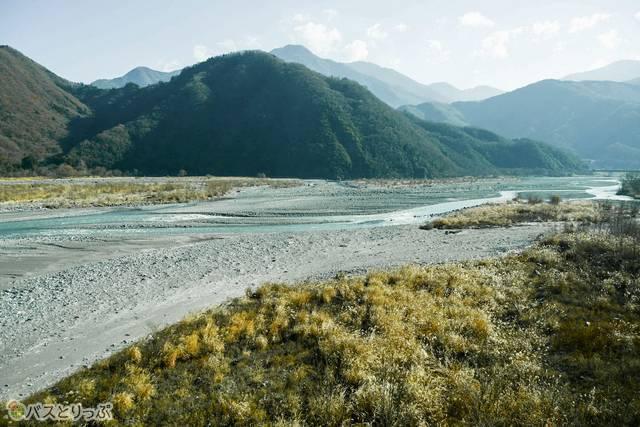 富士川の渓流に沿って身延山へ