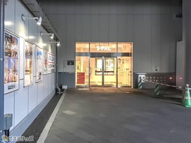 エスパル東館が仙台駅東口バス案内所の横にあります