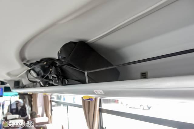 座席上部のラック